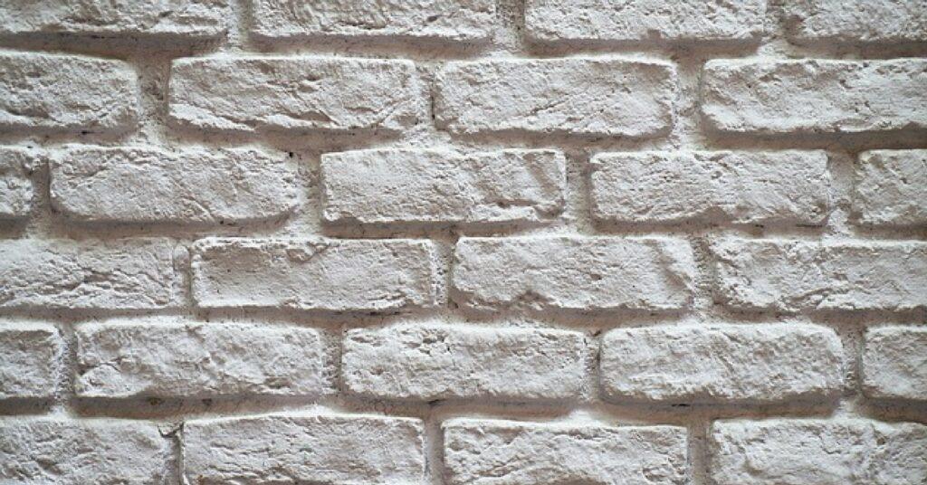 wystrój wnętrza , cegły na ścianie