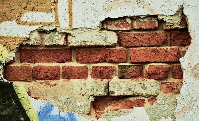 zaczynamy burzenie ściany