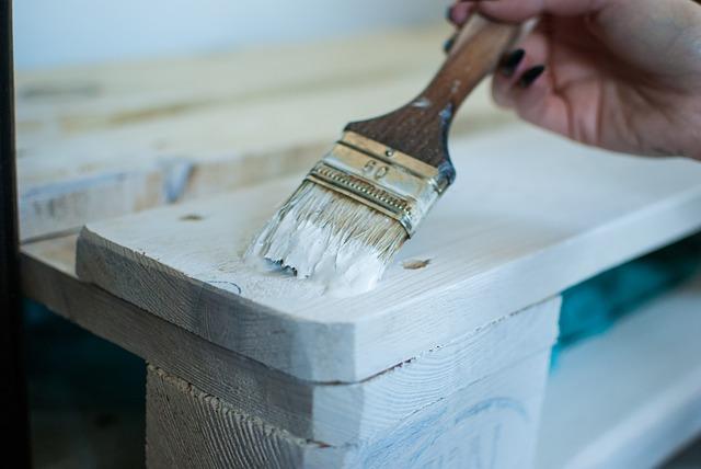 malowanie nowego drewna
